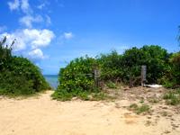 石垣島の平野ビーチ - ビーチ入口は広々