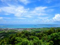 石垣島の前勢岳展望台 - 市街だけではなく竹富島も一望!