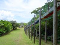 石垣島の前勢岳展望台 - 滑り台などの遊具もあります