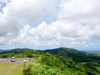 石垣島の前勢岳展望台 - まともなコースなら駐車場もあります