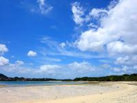 石垣島の川平小島 - 川平湾までは最短で500mぐらいの距離感