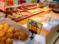 石垣島のドン・キホーテの石垣島店 - 大きなサーターアンダギーもあります
