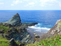 石垣島の御神崎/御神崎灯台 - 岬の先には面白い岩場がありダイビングポイントに!