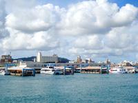 石垣島の石垣港離島ターミナル/新離島桟橋 - 新離島桟橋を海側から見る