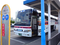 石垣島の石垣港離島ターミナル/新離島桟橋 - カリー観光の空港バスは離島桟橋のみ発着