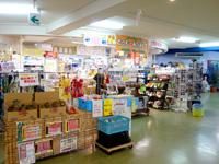石垣島の石垣港離島旅客ターミナル/ユーグレナ石垣港離島ターミナル - 奥にある売店は便利です