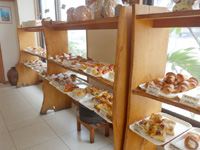 石垣島のパン・ド・ミー/パンドウミー - パンの種類はとにかく豊富