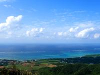 石垣島の野底マーペーからの景色の写真