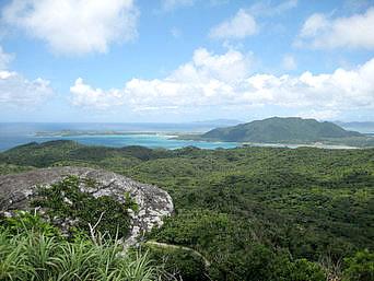 石垣島の屋良部岳からの景色「小さい山ですが景色はかなりいい感じ」