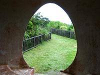 石垣島の渡り鳥観察所/展望台 - 出入口まで卵形