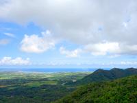 石垣島の渡り鳥観察所/展望台 - 石垣市街側は山の稜線で望めない