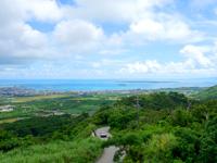 石垣島のエメラルドの海を見る展望台 - 石垣市街と竹富島も一望!