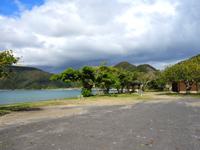 加計呂麻島の諸鈍長浜/諸鈍集落/寅さんのロケ地 - 野見山側からだとビーチを一望できる