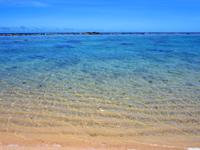 加計呂麻島の徳浜海岸 - インリーフはとても穏やか