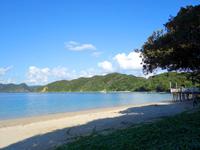 加計呂麻島の渡連海岸 - 海側にある民宿は最高です