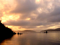加計呂麻島の渡連海岸 - 朝焼け、夕焼けともに楽しめます(夏場限定)