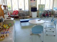 加計呂麻島の生間港 - 待合所は瀬相より広々して綺麗