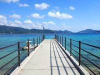 加計呂麻島のスリ浜 - 以前は木製だったけど今はコンクリート製