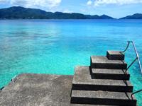 加計呂麻島のスリ浜 - 桟橋から見る海の色は最高です