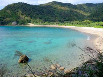 加計呂麻島の嘉入の海/嘉入集落/亀石/一枚岩「西阿室側から見るとかなりいい感じ」