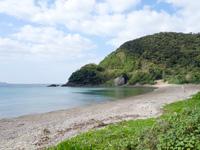 加計呂麻島の嘉入の海/嘉入集落/亀石/一枚岩 - ビーチ自体は石が多い