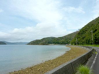 加計呂麻島の知之浦「穏やかな湾がある集落」