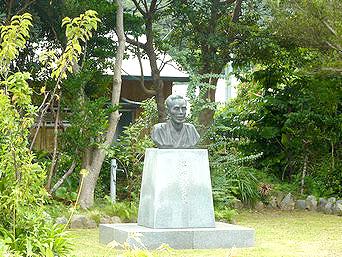 加計呂麻島の昇曙夢銅像「銅像があります」
