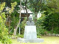 加計呂麻島の昇曙夢銅像