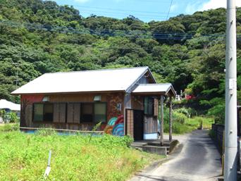 加計呂麻島の飯屋たづき(旧うどん/ラーメン やどかり)「建物はうどん屋の時のまま」