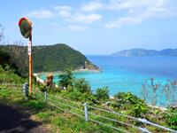 加計呂麻島の実久海岸絶景ポイント - 道の端まで行かないとこの景色に気づけない