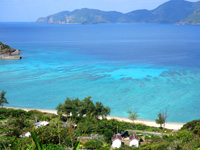 加計呂麻島の実久海岸絶景ポイント - 沖縄以上の海の色を望めます