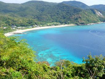 加計呂麻島の須子茂の海「アップダウンが激しい南岸には絶景ポイントも多い」