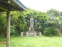 喜界島の平家森 - 奥に石碑があります
