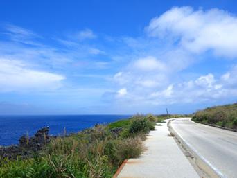 北大東島の北大東島西側の道