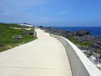 北大東島の沖縄海への道 - 滑走路南端からの道の入口