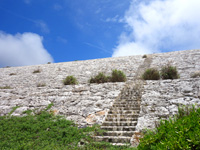 白いピラミッド