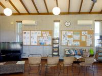 北大東島の北大東観光案内所 - 施設内には北大東の様々な資料や書籍