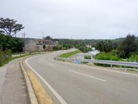 北大東島の北大東島の集落 - 村役場先の道