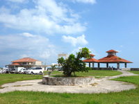 小浜島の小浜港 - 南側の休憩所(2棟)