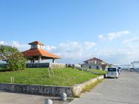 小浜島の小浜港 - 港はかなり広範囲に公園的