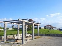 小浜島の小浜港 - ターミナルから最も遠い所にもベンチあり