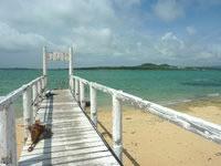 嘉弥真島のカヤマ桟橋 - 小浜島へと延びる桟橋