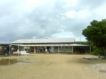 嘉弥真島の嘉弥真島レストハウス「嘉弥真島で唯一の建物かも?」