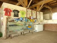 嘉弥真島の嘉弥真島レストハウス - お土産など物販コーナーも有り