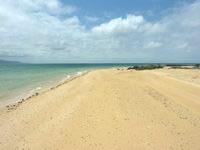 嘉弥真島のカヤマビーチ - 西にちょっと離れると綺麗なビーチに