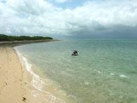嘉弥真島のカヤマビーチ - 桟橋の東側はこんな感じ