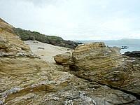 嘉弥真島の魔女の洞窟/ウミヘビの住処 - 周辺の地層がなかなか面白い