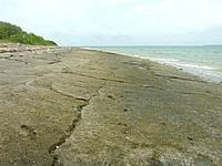 嘉弥真島のせんたく板の浜 - こういうビーチはなかなか珍しい