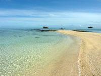 浜島の浜島の岩場:小潮 - 円弧の端にこの岩場があります