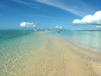 浜島の浜島の境界線:小潮「潮の干満で砂浜が出るか否かの境界線」